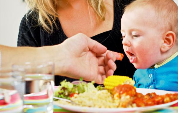 undvika att äta vid amning